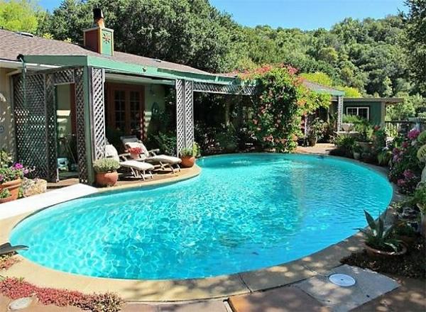 original-form-de-rein-piscine-creusée-
