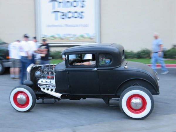 originale-vintage-voiture-en-noir