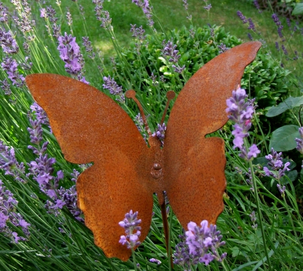 papillon-rouille-decoration-jardin