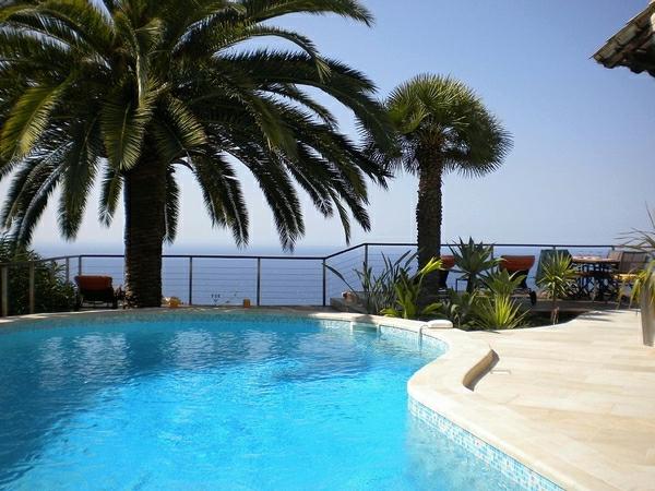patio-design-du-piscine-creusée-