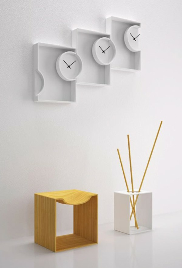 pendule-murale-design-de-trois-horloges-blanches