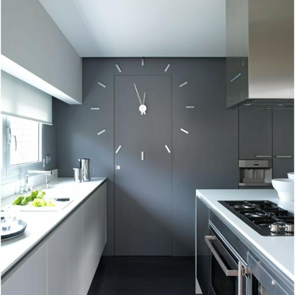 pendule-murale-design-dans-une-cuisine