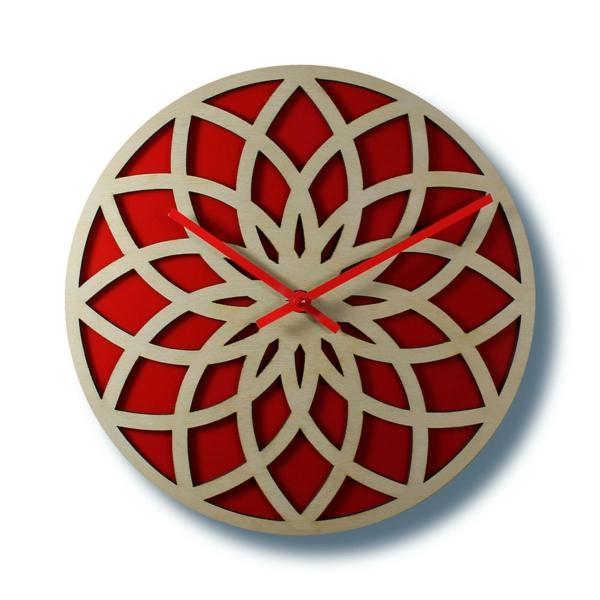 pendule-murale-design-en-beige-et-rouge