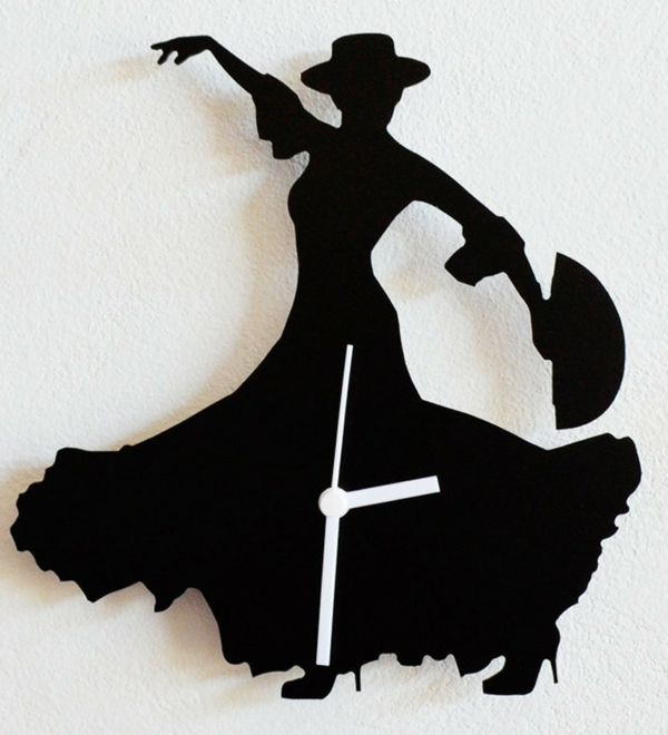 pendule-murale-design-une-femme-qui-danse