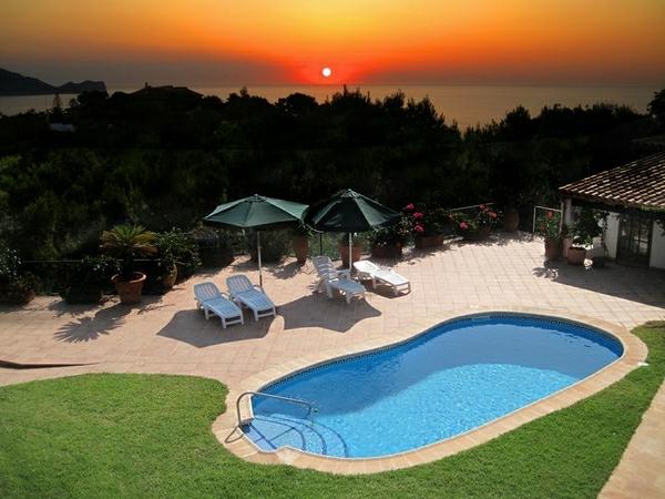 piscine-décoration-esace-de-jardin