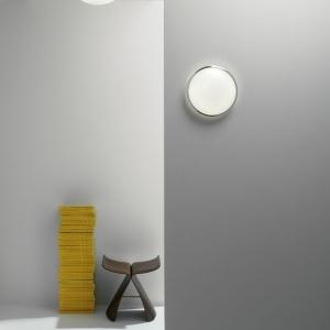 Le plafonnier de salle de bain chromé