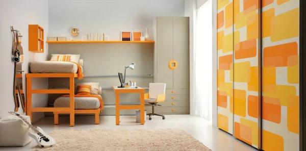porte-de-dressing-coulissante-en-orange-dans-une-chambre-d'enfant