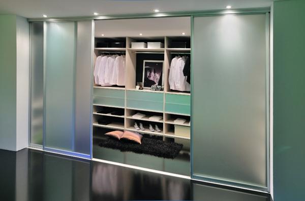 la porte de dressing coulissante garantit un style moderne pour votre armoire dressing. Black Bedroom Furniture Sets. Home Design Ideas