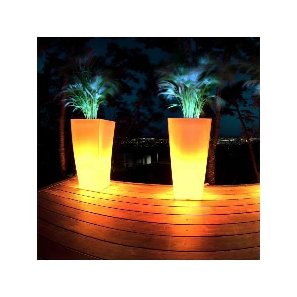 pot-de-fleur-lumineux-deux-pots-de-fleurs-en-orange