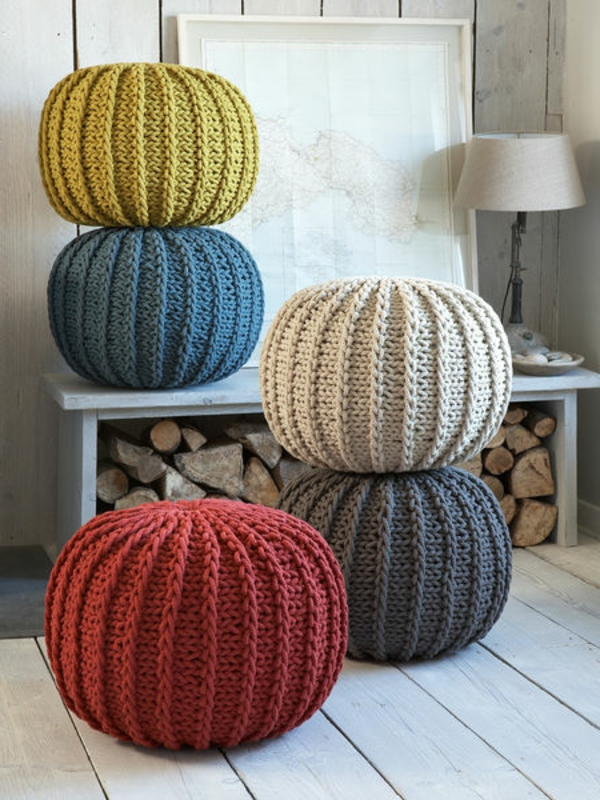 pouf-tricot-des-poufs-multicolores