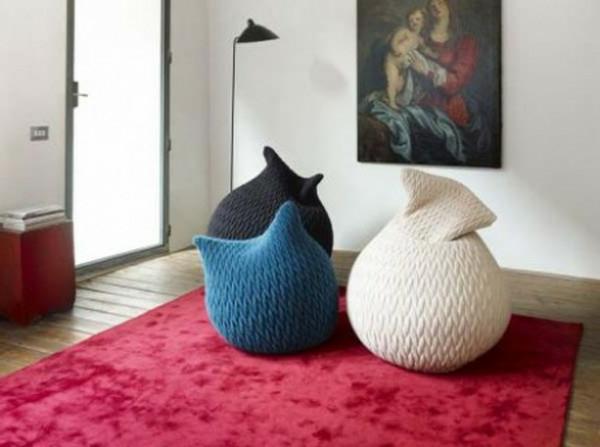 pouf-tricot-et-une-peinture