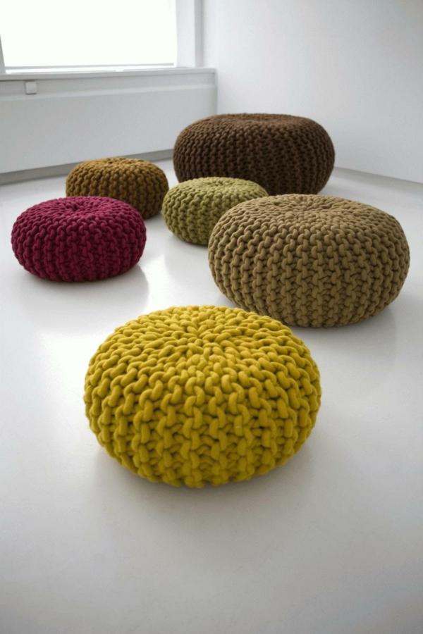 le pouf tricot un style cosy. Black Bedroom Furniture Sets. Home Design Ideas