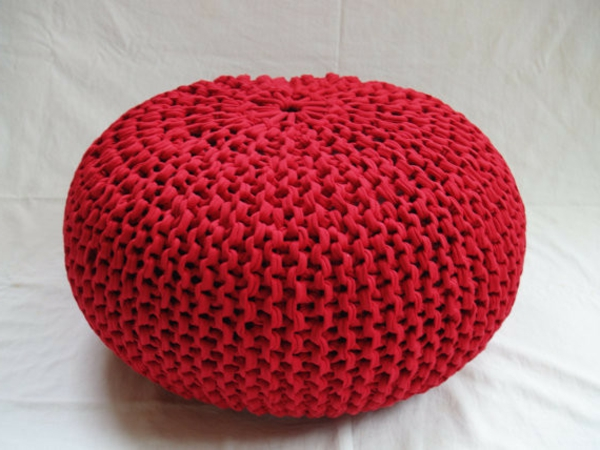 pouf-tricot-rouge
