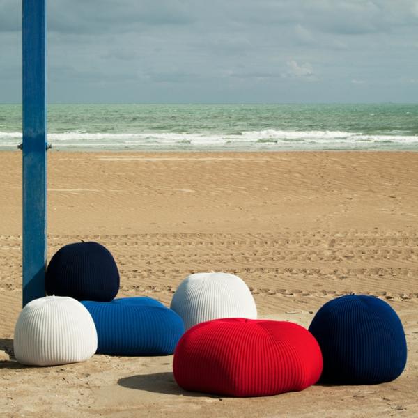 pouf-tricot-sur-la-plage