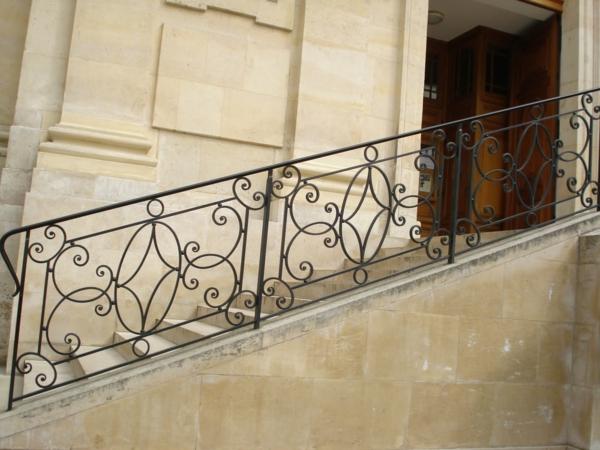 La rambarde fer forg quelques mod les inspirantes for Rampe d escalier exterieur en fer forge