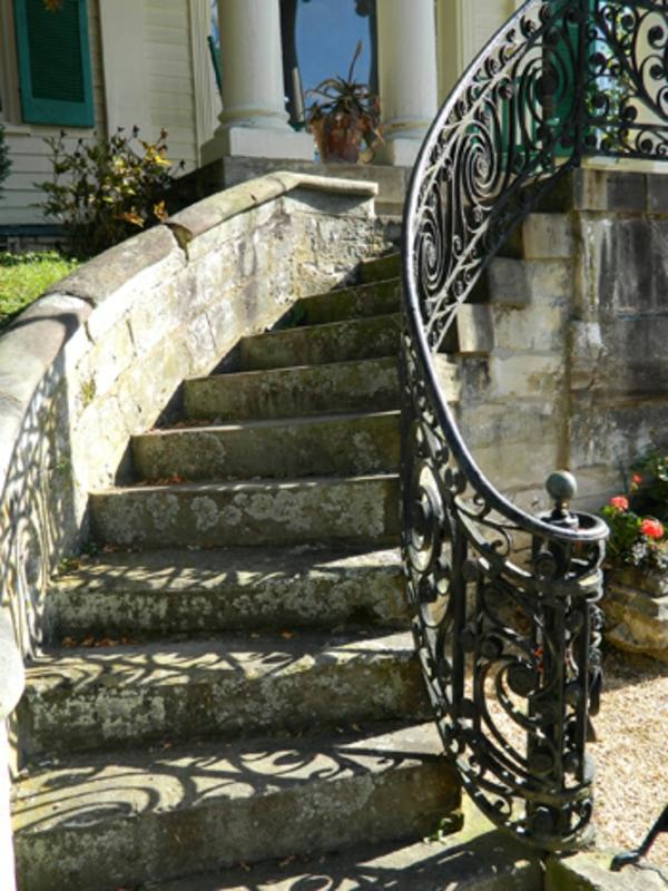 rambarde-fer-forge-escalier-pierre