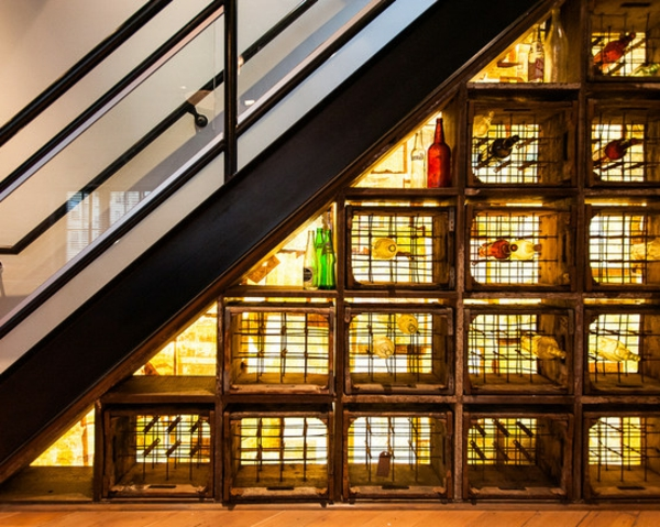 rangement-bouteilles-de-vin-casiers-de-vin-sous-un-escalier