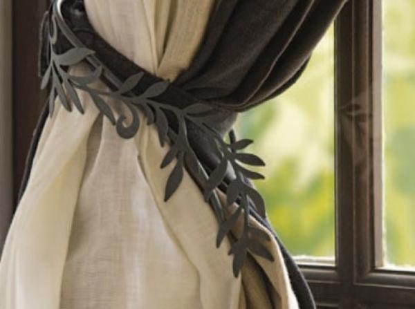 rideaux-ikea-pomponez-les-Style gustavien. Embrasse en métal gris façon feuillage, Rideau en lin