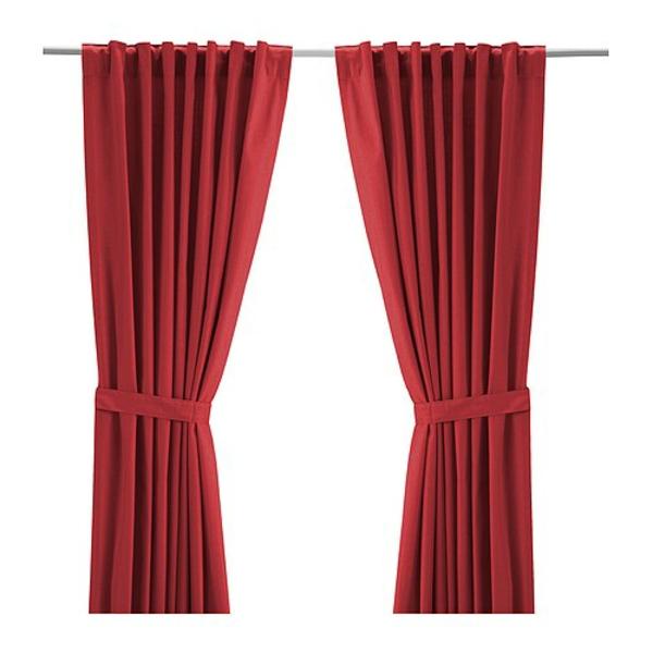 rideaux-ikea-ritva-rouge-Les passants cachés permettent de suspendre les rideaux directement sur une tringle