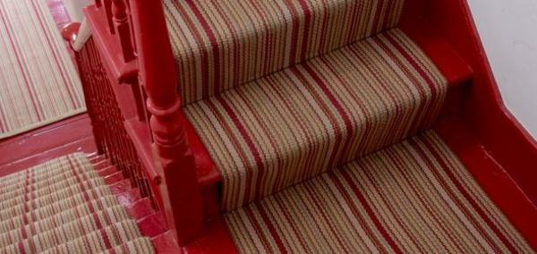 rouge-escalier-et-tapis