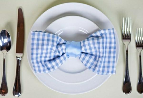 ruban-en-bleu-pliage-de-serviette-en-tissu