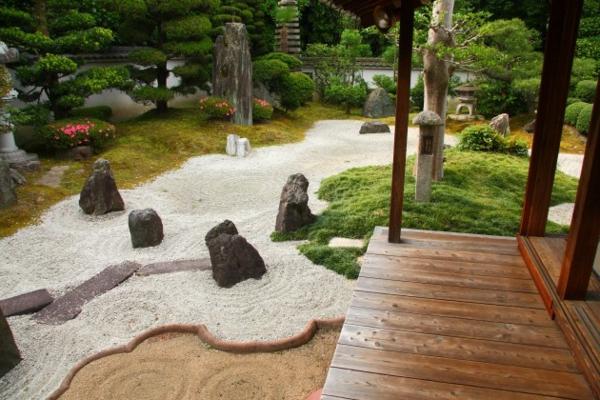 sable-et-bois-japonais-jardin-zen