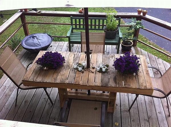 salon-de-jardin-en-palette-sur-une-terrasse