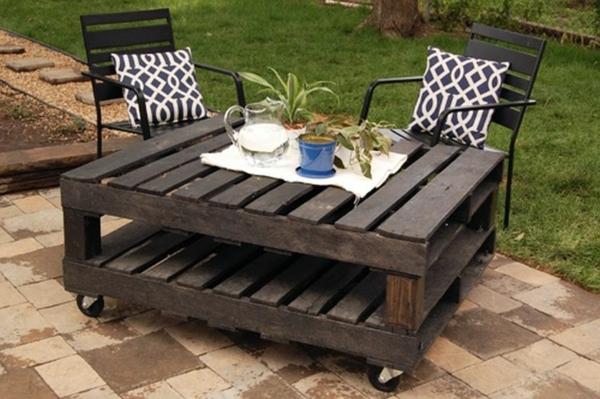 salon-de-jardin-en-palette-table-en-bois-amovible