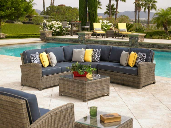 le salon de jardin r sine est toujours en vogue. Black Bedroom Furniture Sets. Home Design Ideas