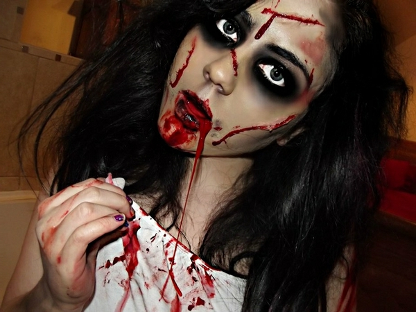 scary-halloween-costumes-ideas-the-exorcist-halloween-make-up-resized