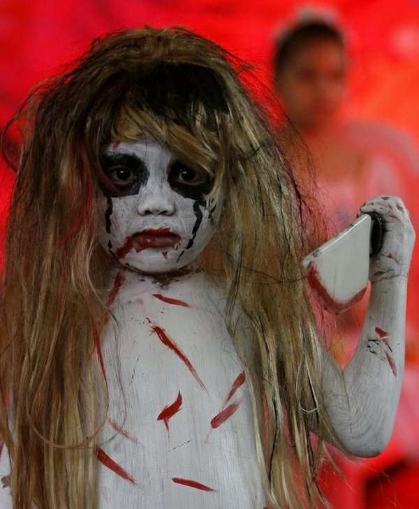 scary-zombie-Halloween-costumes-ideas-for-kids-resized