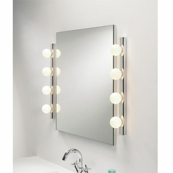 Id es d 39 clairage de miroir pour la salle de bain for Miroir 3 volets salle de bain