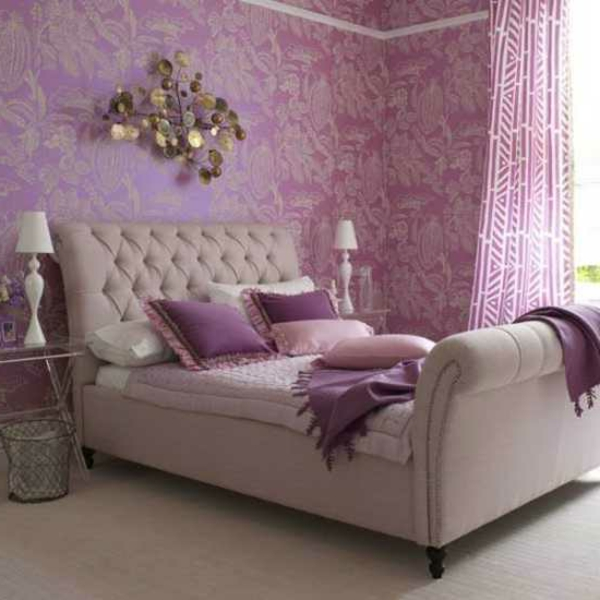 Chambre Bebe Jaune Gris : une chambre à coucher rose et un lit rose pâle avec une tête toffue