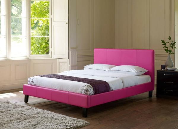 tête-de-lit-capitonnée-un-lit-rose
