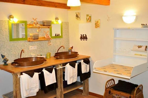 28 mod les de table langer murale - Table a langer pour salle de bain ...