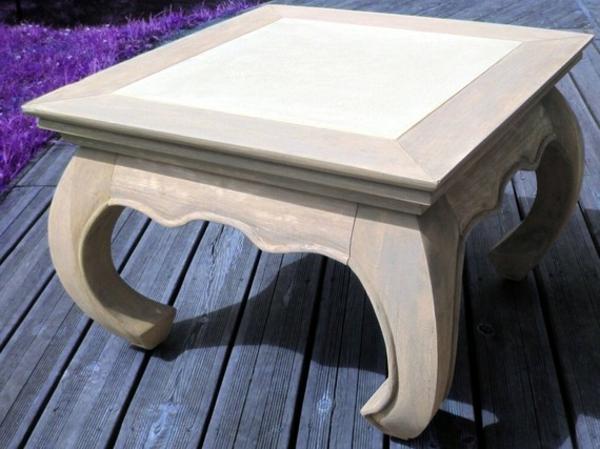table-basse-opium-sur-un-plancher-en-bois