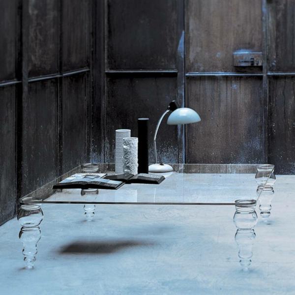 table-de-salon-en-verre-avec-des-pieds