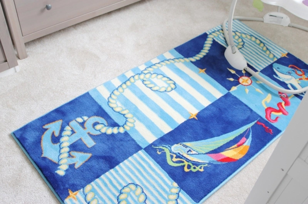 tapis-chambre-bebe-carreaux-ppoissons