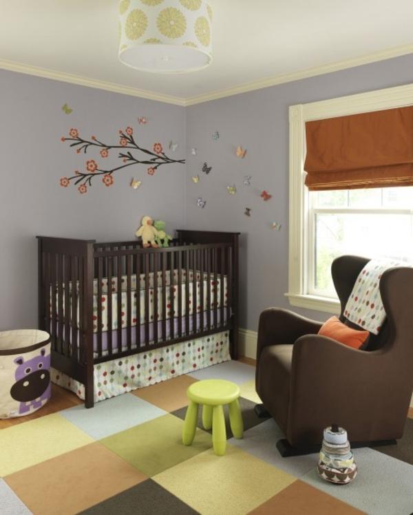tapis chambre bebe a grands carreaux et tabouret vert anis