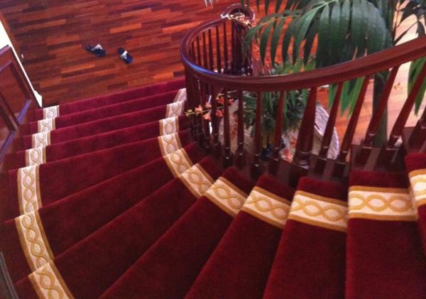 tapis-d'escalier-luxueux