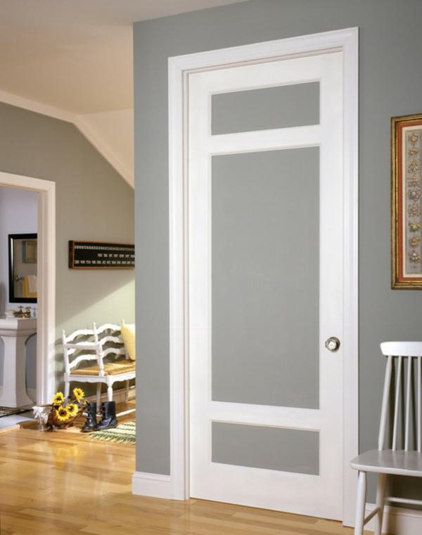 traditionelle-porte-en-blanc-et-gris