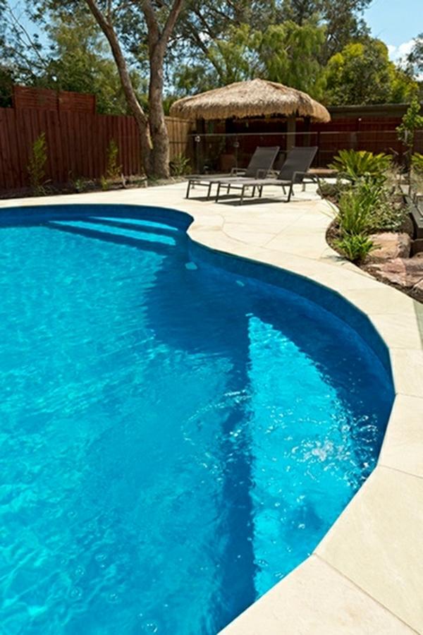 unique-extérieur-design-piscine-creusée-
