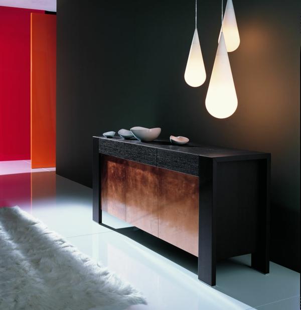 vaisselier-moderne-et-trois-lampes-pendantes