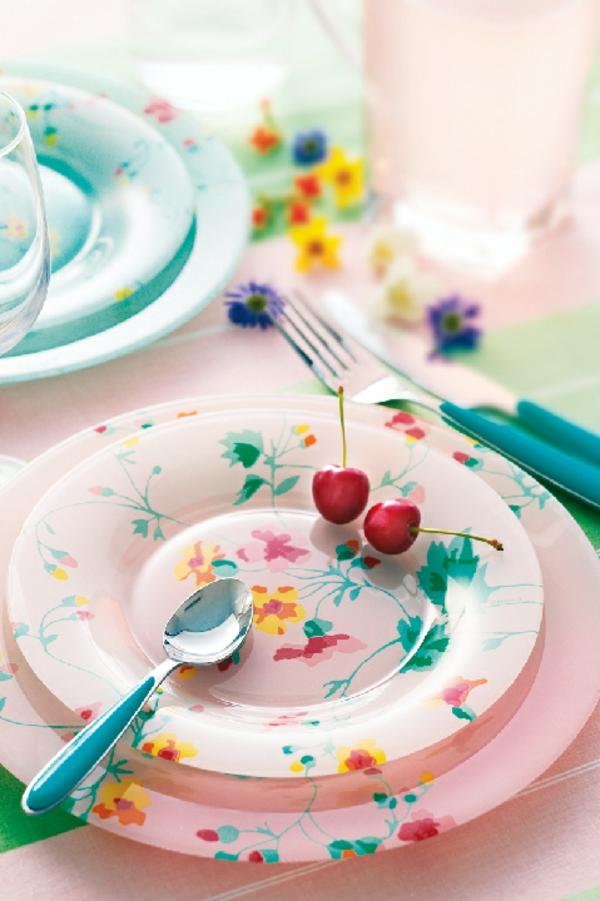 vaisselle-luminarc-asiettes-roses-et-vertes