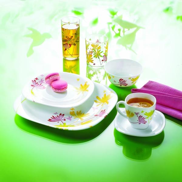 vaisselle-luminarc-des-assiettes-en-blanc-avec-des-dessins-jaunes-et-roses