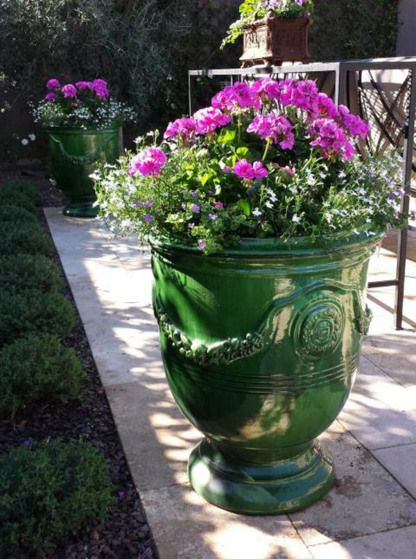 la vase d 39 anduze une d coration classique pour le jardin magnifique de vos r ves. Black Bedroom Furniture Sets. Home Design Ideas