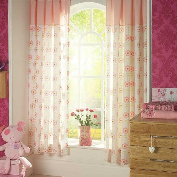 voilage-de-chambre-enfant-doux-en-rose-et-blanc