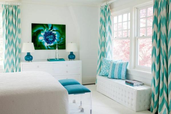 voilage-turquoise-et-une-peinture-moderne-en-vert-et-turquoise