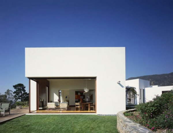 Minimalist-Malibu-House-with-Greek-Architecture-550x424-resized