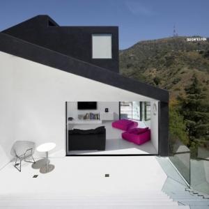 L' architecture minimaliste d'extérieur en cube